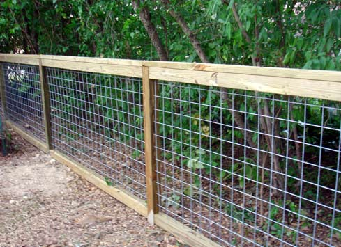 simple cattle panel fence